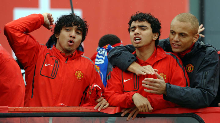 (From L) Manchester United's Brazilian d