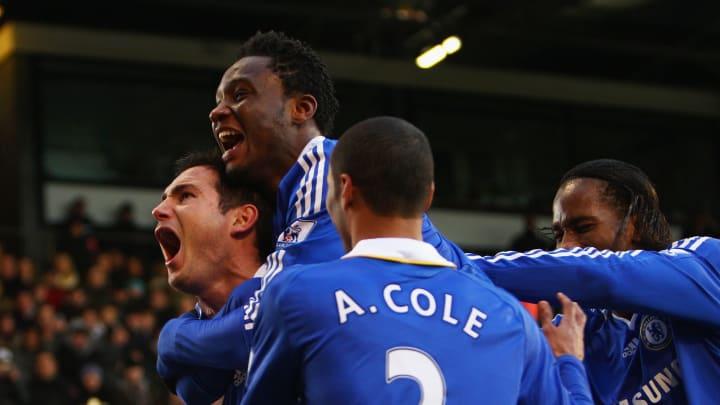 Frank Lampard, Michael Essien, Ashley Cole et Didier Drogba célèbrent un but face à Fulham en 2008.