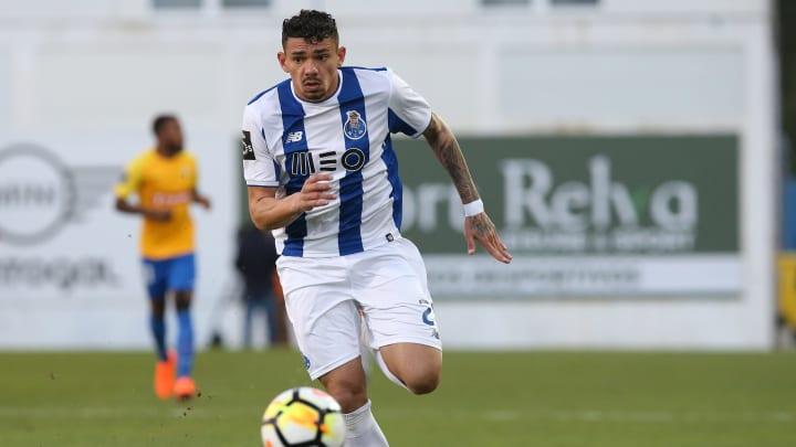 Alvo do São Paulo, Tiquinho Soares é um centroavante de área que se destacou no futebol português pelo bom número de gols.