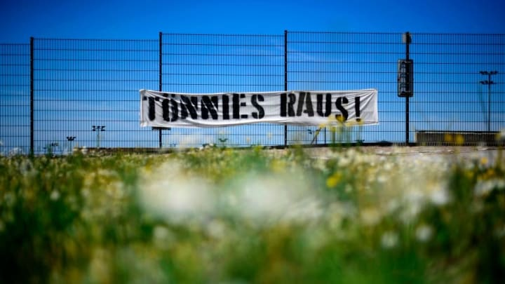 GERMANY-HEALTH-VIRUS-MEAT-PROTEST-FBL-SCHALKE-TOENNIES