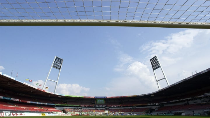Die Augen richten sich gebannt aufs Bremer Weser-Stadion