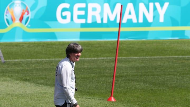 Joachim Löw ist vor dem EM-Start guter Laune