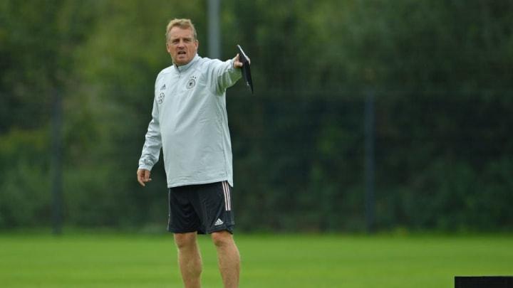 Mike Büskens soll bis Saisonende an der Kaderplanung feilen