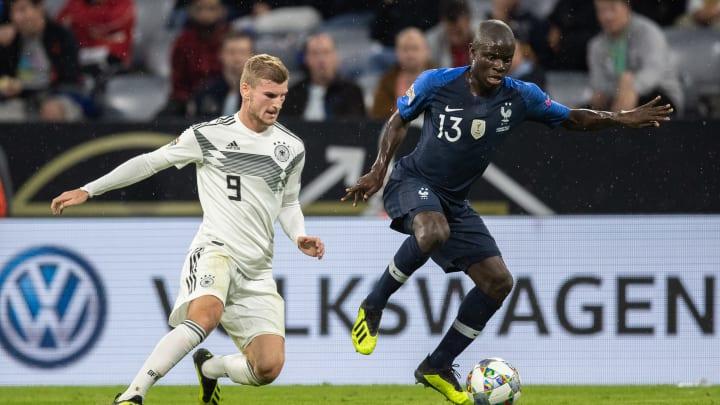Duel entre Timo Werner et Ngolo Kanté, durant un match entre la France et l'Allemagne