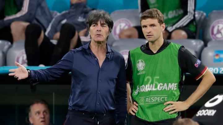 Joachim Löw und Thomas Müller beim Ungarn-Spiel