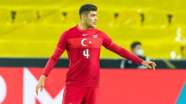 Kabak estuvo presente en el partido de Turquía frente a Alemania