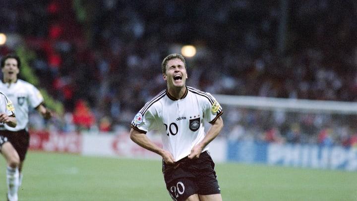 Oliver Bierhoff festeggia il gol della vittoria