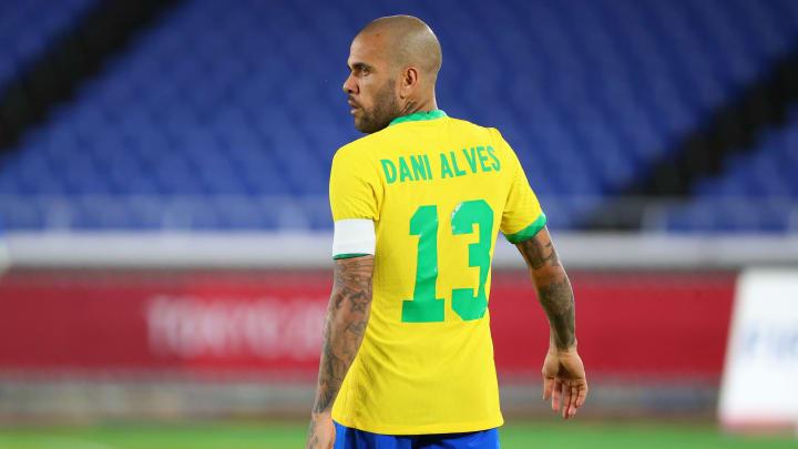 Em conversas com Fla, Daniel Alves vai continuar no Brasil e corre para fechar algum acordo