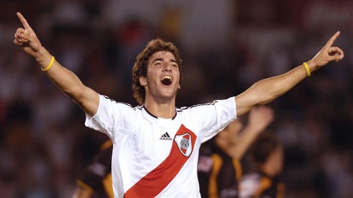 Gonzalo Higuain de River Plate festeja s
