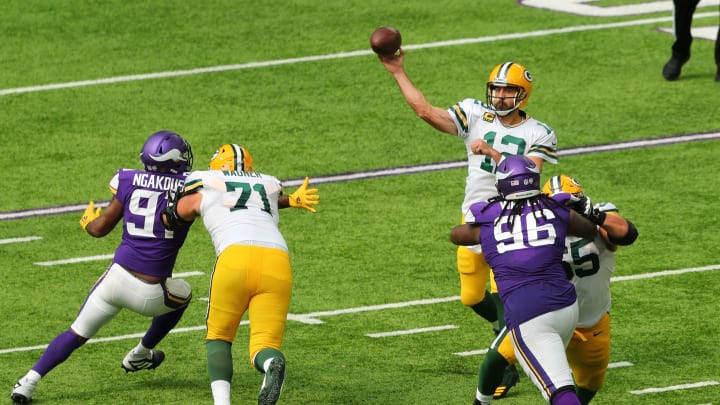 Aaron Rodgers tosses a pass