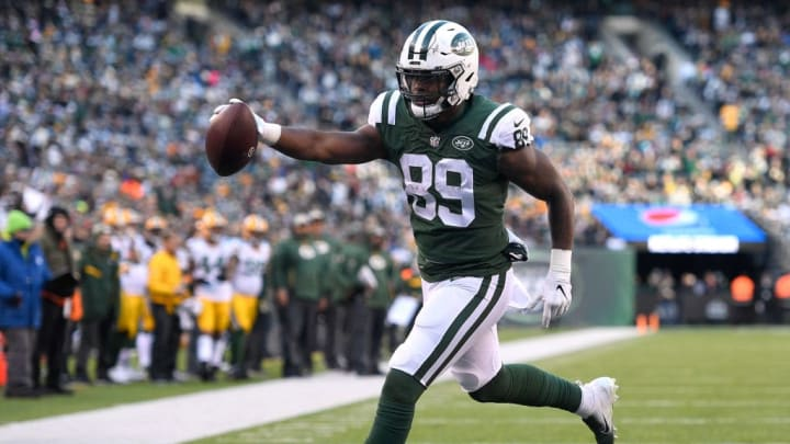 EAST RUTHERFORD, NJ - DECEMBER 23: Chris Herndon #89 of the New York Jets scores a touchdown against the Green Bay Packers during the third quarter at MetLife Stadium on December 23, 2018 in East Rutherford, New Jersey.  (Photo by Sarah Stier/Getty Images)