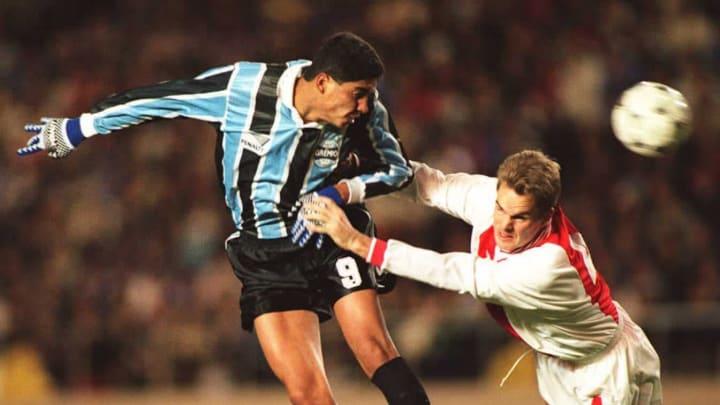 Gremio forward Jardel (L) heads the ball in the ai