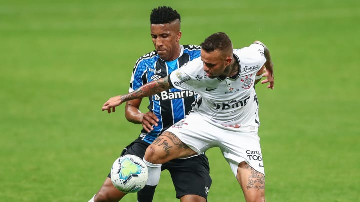Luan em atividade pelo Corinthians contra sua ex-equipe