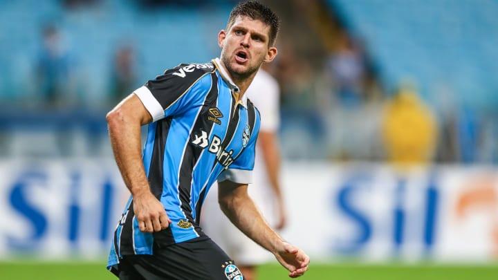 Zagueiro é terceiro estrangeiro a atingir marca pelo Tricolor