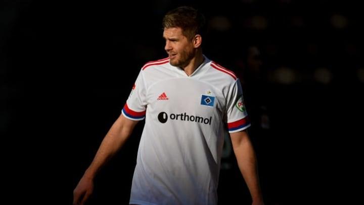sicherte seinem Team mit zwei Toren das Unentschieden - Simon Terodde