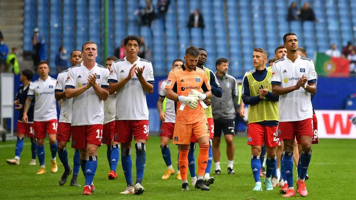 Belohnten sich nicht für ihren Aufwand in Halbzeit 1: die Spieler des HSV nach dem 1:1 beim Heimauftakt gegen Dynamo Dresden