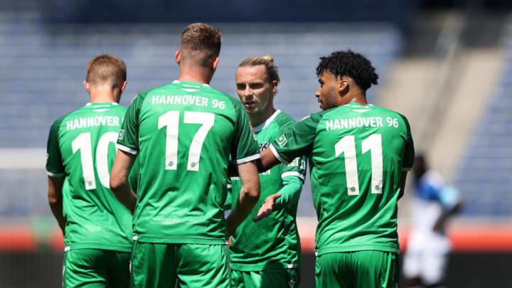 Sebastian Ernst, Marvin Ducksch, Niklas Hult, Linton Maina im Testspiel gegen Magdeburg.
