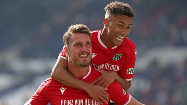 zwei Derbyhelden - Hendrik Weydandt (li.) und Linton Maina (re.)