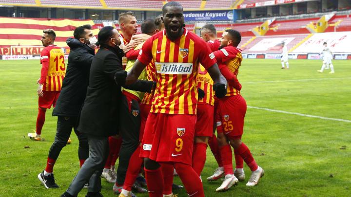 Wilfried Kanga'nın gol sevinci