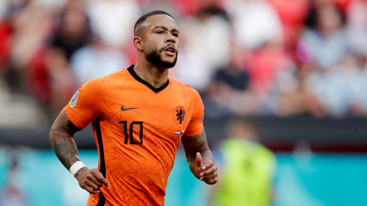 Depay has agreed a significant salary cut