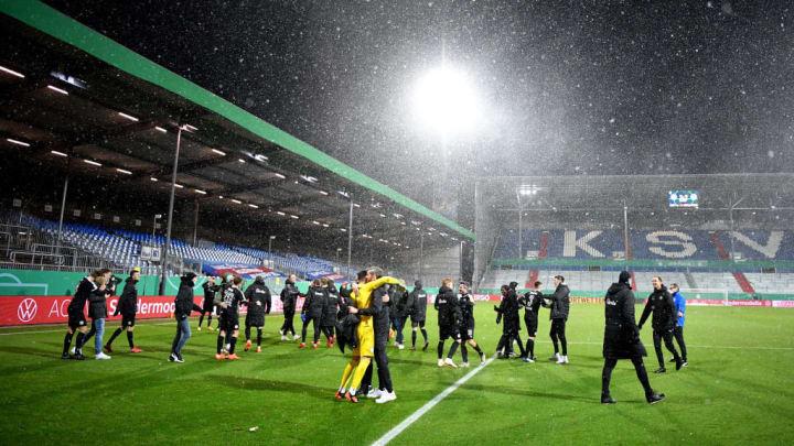 Nach dem letzten Elfmeter feierte Kiel ausgelassen