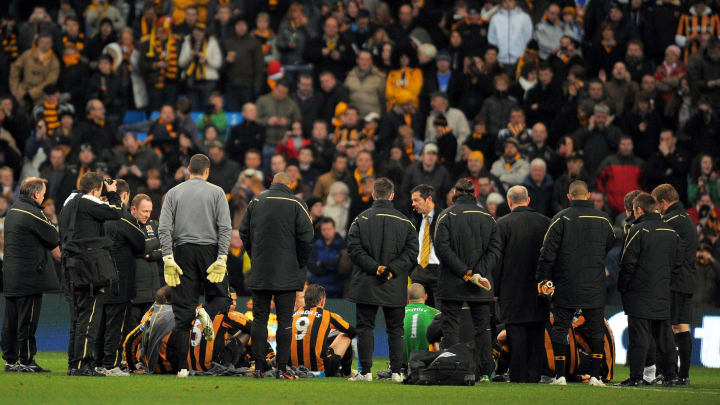 Hull City manager Phil Brown delibers hi