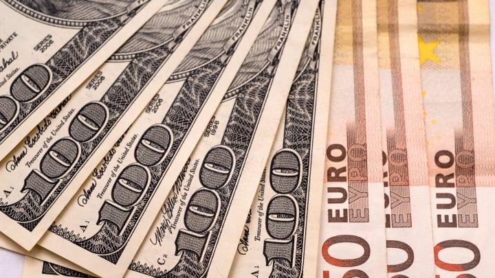 100 Amerikan Doları ve 50 Euro'luk banknotlar