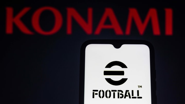 Konami divulgou perguntas e respostas sobre o eFootball | In this photo illustration, eFootball logo game seen...