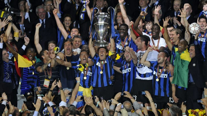 Inter Milan player celebrate with the tr