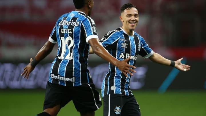Pepê foi vendido ao Porto, mas só deixa o Grêmio no segundo semestre.