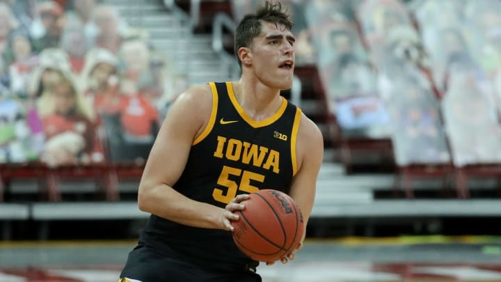 Penn State vs Iowa spread, line, odds, predictions, over/under & betting insights for college basketball game.