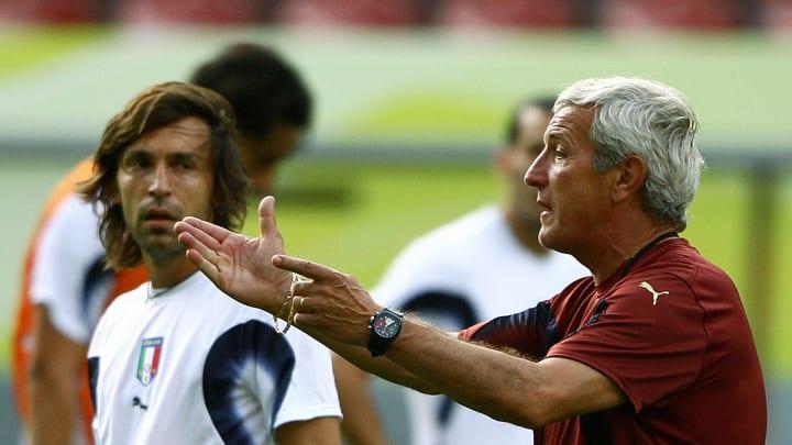 Italian coach Marcello Lippi (R) gesture
