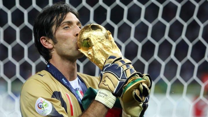 Italian goalkeeper Gianluigi Buffon kiss