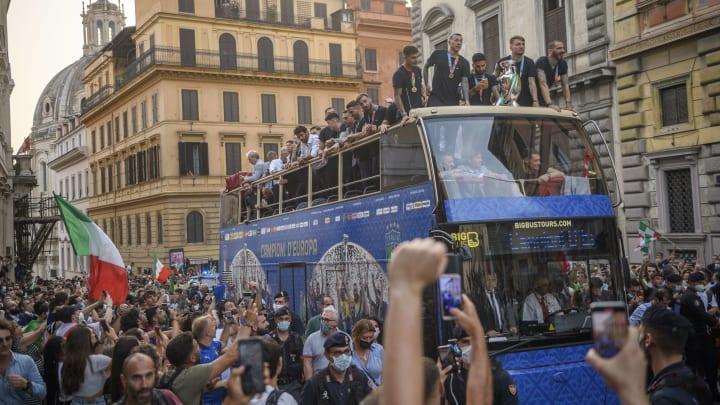 La parata della Nazionale nel centro di Roma