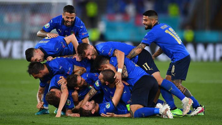 L'esultanza dei giocatori dell'Italia