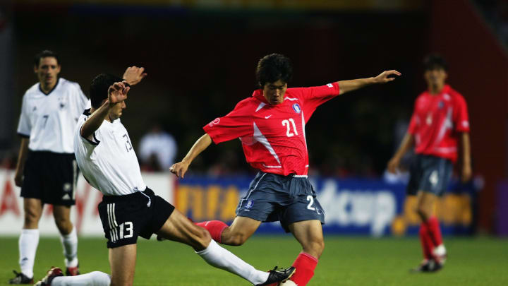 Ji Sung Park of South Korea and Michael Ballack of Germany