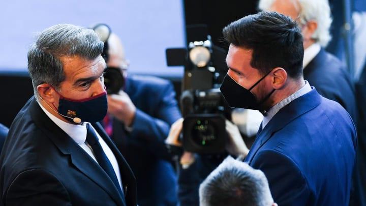 """""""Eu te amo e nós queremos que você fique"""", disse Laporta, novo presidente do Barcelona, com olhares direcionados a Lionel Messi."""