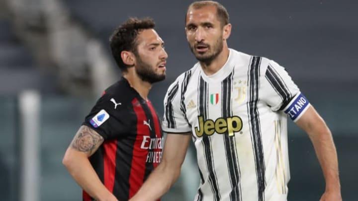 Hakan Calhanoglu pourrait quitter le Milan pour la Juve.