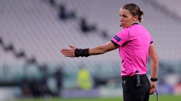Stéphanie Frappart est devenue la première femme à arbitrer un match de Ligue des Champions masculin