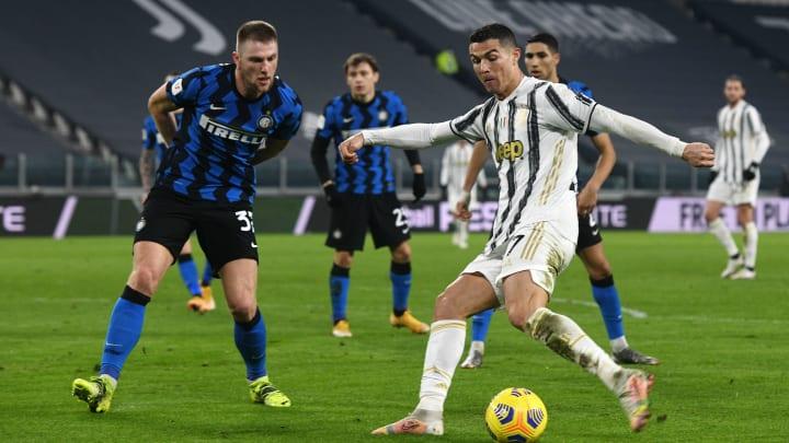 Juventus e Inter de Milão se enfrentam nesta sábado (15).