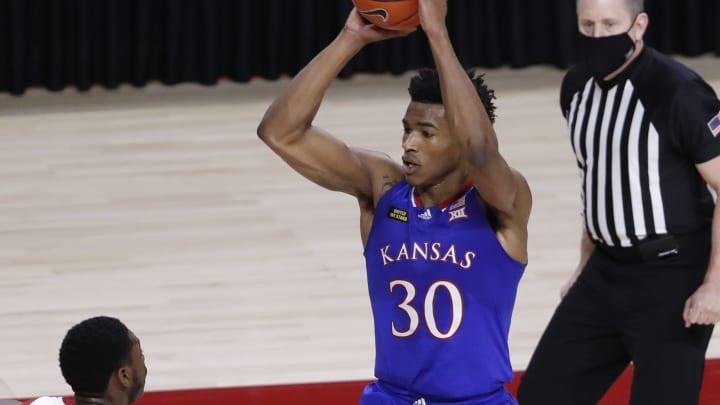 Oklahoma vs Kansas prediction and college basketball pick straight up and ATS for today's NCAA game between OU and KU.