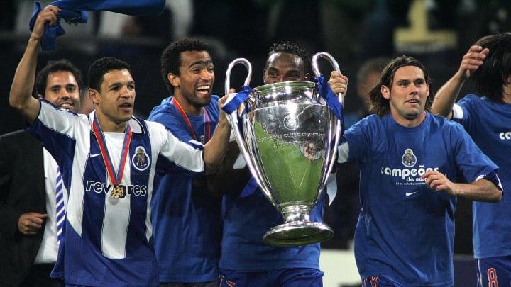 (L-R) FC Porto's Derlei, Jose Bosingwa,
