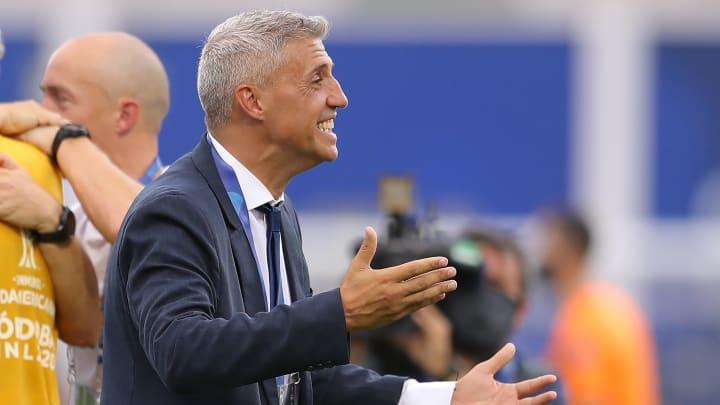 Início promissor de Hernán Crespo! O treinador argentino pode chegar a marca de cinco partidas sem derrota.