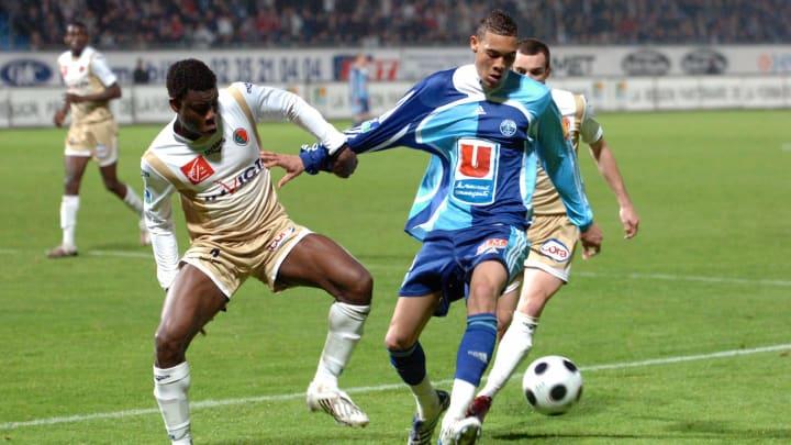 Le Havre's forward Guillaume Hoarau (R)