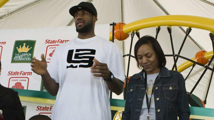 LeBron James recibió un regalo que casi le cuesta su elegibilidad