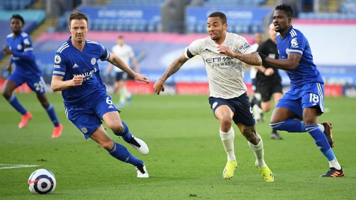 Gabriel Jesus (r.) gegen Leicesters Jonny Evans.
