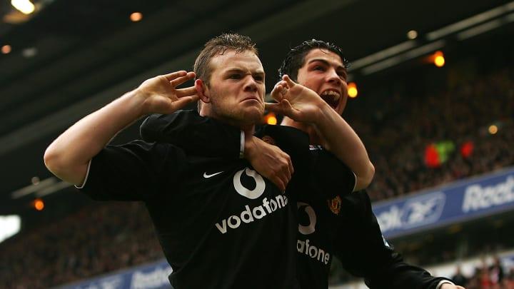 Duo fabuleux du Manchester United des 2000's, Rooney et CR7 font partie du XI concocté pour l'occasion.
