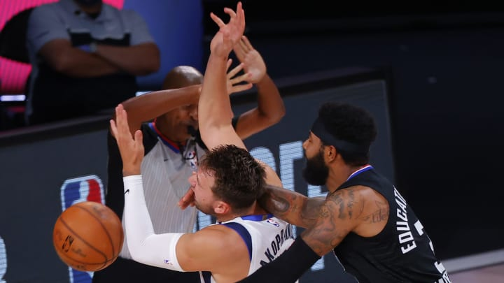 Marcus Morris fouls Luka Dončić