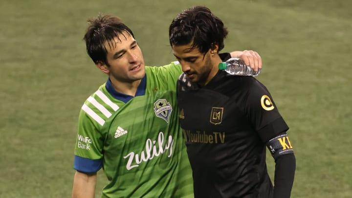 El uruguayo Nicolás Lodeiro del Seattle Sounders y el mexicano Carlos Vela de LAFC en la temporada pasada.