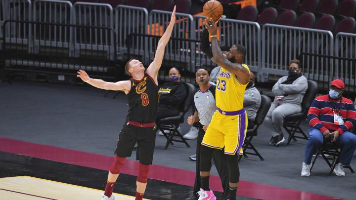 LeBron James sigue brillando en Lakers
